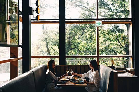 WOODSIDE dining ランチ営業時間: 昼 11:30 〜 14:30(有料)