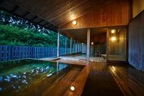 内風呂の温泉成分が強い為、露天風呂のお湯は井戸水を使用しております。適度に風にあたりおやすみください
