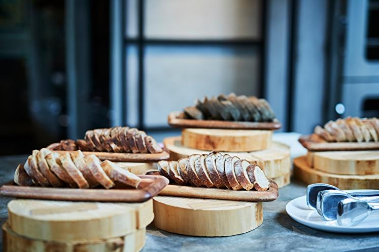朝食一例:毎朝自社工房で焼き上げる、天然酵母パン