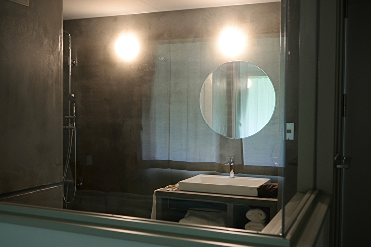 デラックスダブル【薪ストーブ付】54平米 シャワールーム