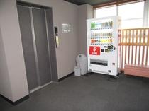2階(大浴場)3階、4階にはジュース類の自動販売機が設置されています。