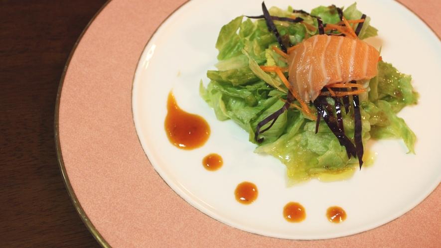 *【夕食一例】素材は地元の食材を♪盛り付けにもこだわっております。