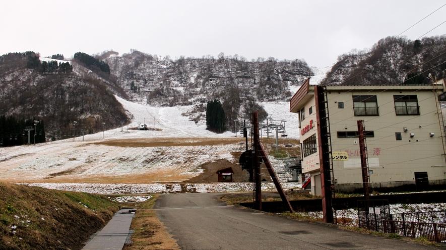 *白山一里野スキー場は当館目の前!
