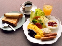 【朝食】洋食一例。朝食は、洋朝食と和朝食をお好みでお選びいただきます。