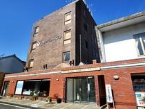 【外観】津山グランドホテルは、コストパフォーマンスに優れた良心価格にて皆様をお迎えしております。