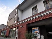 【外観】津山駅から徒歩5分、近隣にはコンビニや飲食店が点在している便利な立地にございます。