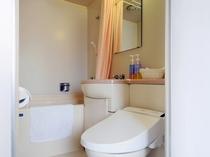 【客室】バストイレ一例。温水洗浄対応済みと未対応の客室がございますので、予めご了承くださいませ。