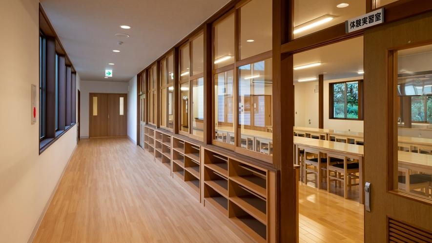 広々とした体験実習室です。大人数でも利用可能です。