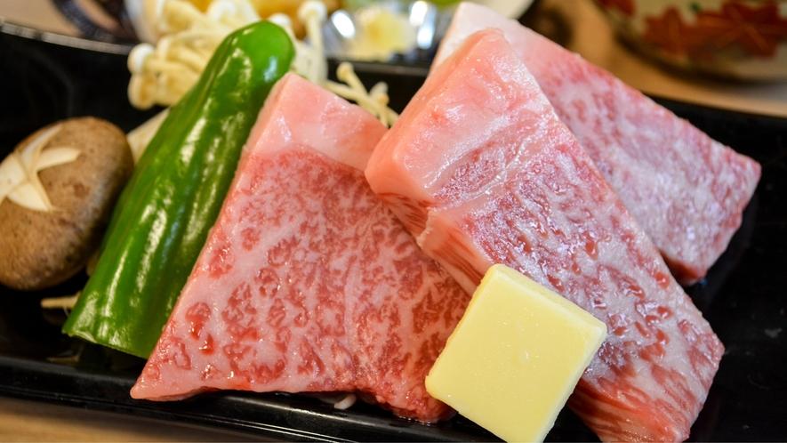 脂がのってます♪食欲をそそる贅沢な牛ステーキ
