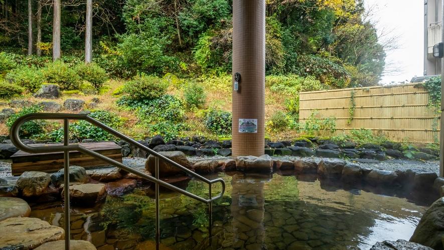 自然に囲まれた露天風呂で心身ともにリフレッシュ!