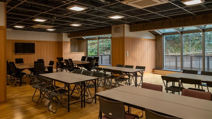 【多目的ホール】研修やセミナーはもちろん、床張りのフロアは多目的にご活用頂けます。