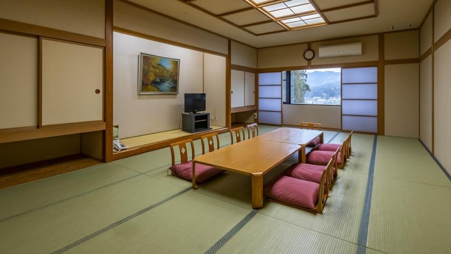 ゆったり和室は大人数でお泊りしていただいても十分広々としている15畳の和室です。