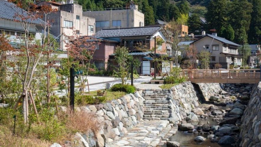 永平寺旧参道 土産店などが立ち並んでおります。車で40分