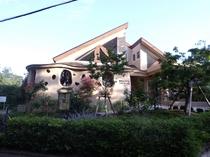 歩いて15分 伊豆高原ローズテラス 薔薇ソフトが有名