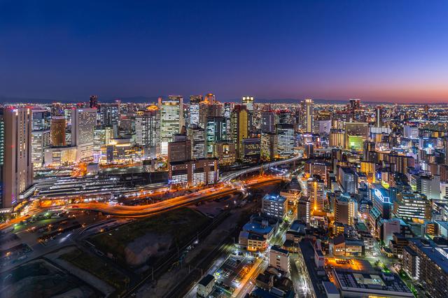 梅田スカイビルから見た大阪の街の夜景