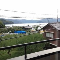 窓から見える海の景色