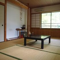 *【和室10畳】広々とした和室。落ち着いたシンプルな造りです。