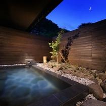 月/露天風呂【月/露天風呂】中庭にいる虫たちの音色を聴き、風を感じ、星を眺めながらご入浴ください。