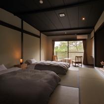 【和室10畳】モダンな低層ベッド2つと広縁がございます。全2部屋と数少ないお部屋になります
