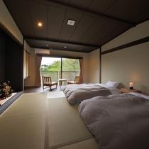【和室8畳バス付】モダンな低層ベッド2つと広縁がございます。内風呂でもゆっくりとお寛ぎいただけます