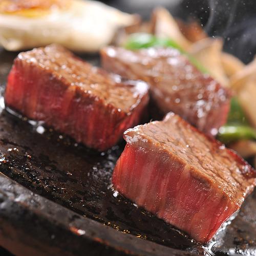 信州プレミアム牛を石焼で♪片面に焼き目が付いたら、ひっくり返して、お好みの焼き加減で♪