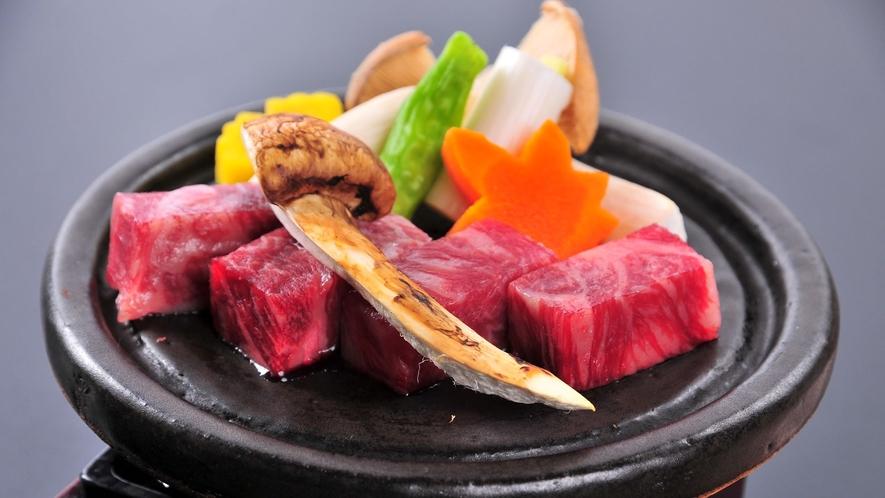 信州プレミアム牛と松茸の温石焼
