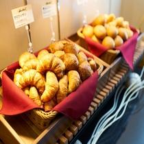 焼きたてパン朝食バイキング無料