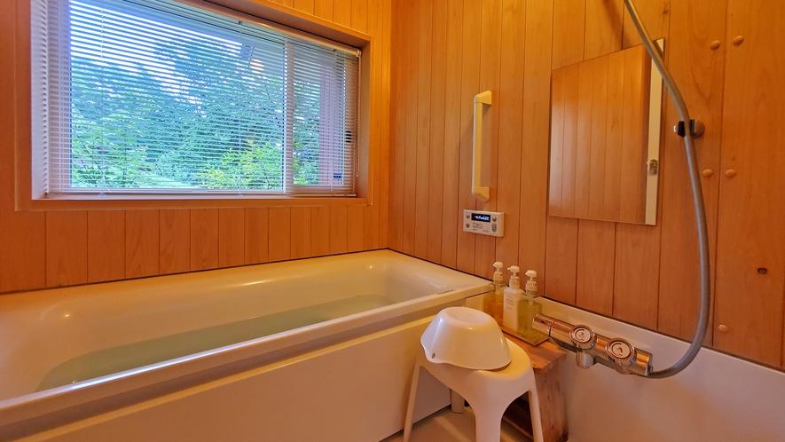【客室共通】木のぬくもり感じるバスルーム