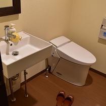 *1階洋室ツイン一例/洗面所とトイレも付いて快適です。