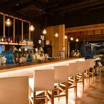 夜の「ブルーカフェ石垣島」 店内
