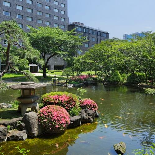 約20,000m2の自然豊かな日本庭園