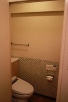 トイレ(202)