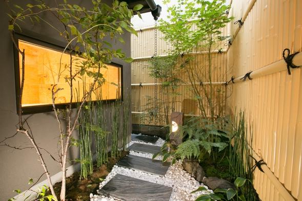 【夕食付き】プライベート空間で味わえる!京都の食材で仕上げる、すき焼きをお届け。