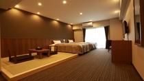 ■ 和洋室 ■ 幅120センチベッド2台+畳スペース