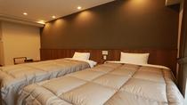 ■ 和洋室 ■ ベッド幅は120センチ