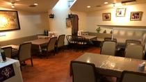 ■夕食券使えます■  シュータイ② 店内はテーブル席とカウンターがあります。