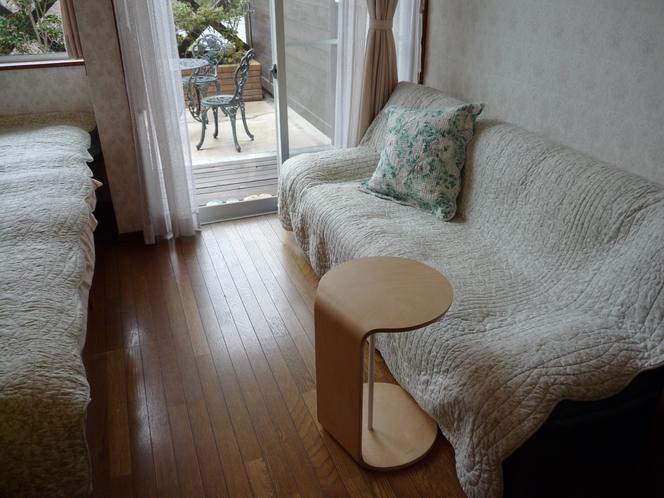 30㎡ 貸切露天風呂付2名用客室 ソファ