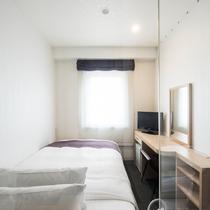 【スタイリッシュシングル】透明ガラスで仕切られたお洒落な客室。