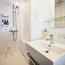 【スタイリッシュシングル】洗面スペースと多機能シャワーブース(※バスタブはございません)