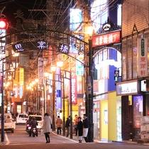 長崎市随一の歓楽街、思案橋まで徒歩約10分です。