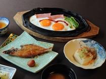 【朝食】焼き魚・目玉焼き・冷ややっこ※一例