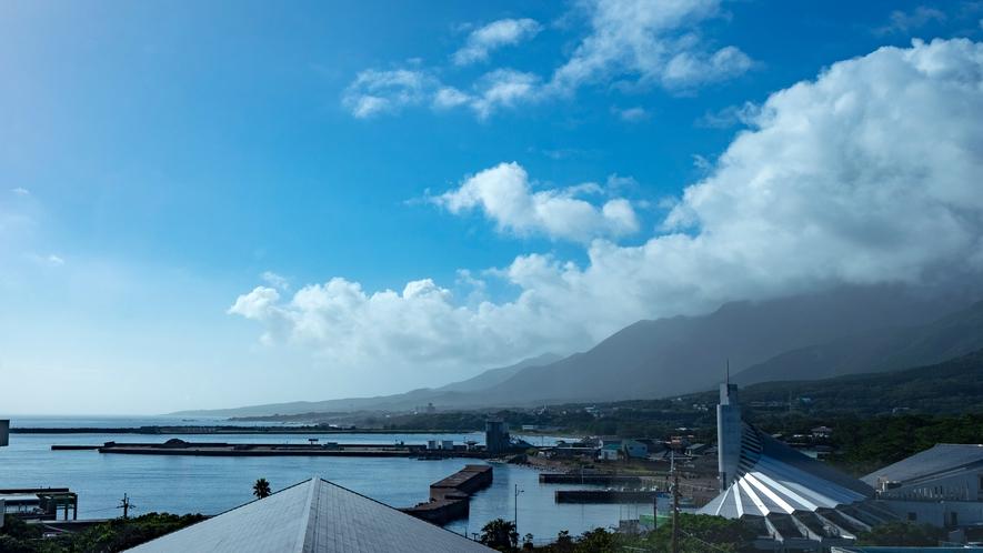 ホテル前からの港景色