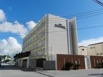 ホテル外観(昼2)
