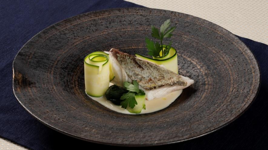 アラカルト_本日の鮮魚(画像は真鯛のポワレ)