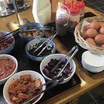 自由に食べられる朝の小鉢