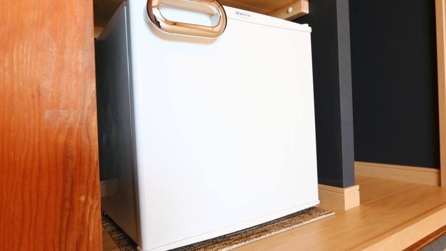 各部屋には冷蔵庫完備
