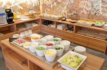 ■朝食:サラダは木津卸売市場から直送!新鮮な野菜をどうぞご堪能下さいませ。