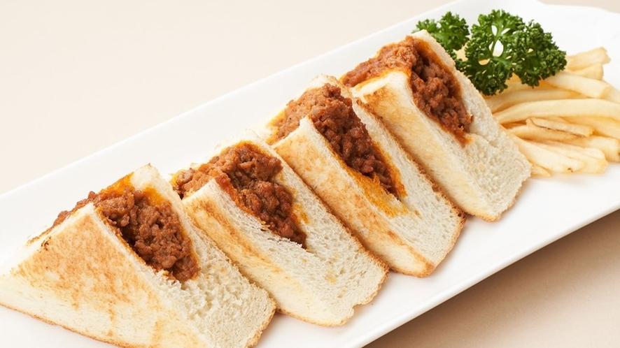 ラウンジにて各種軽食をご用意しております「デンバーサンド」