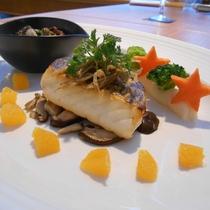 真鯛のポアレ 伊予柑ソース オクトパスのガーリック焼き添え