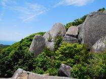 唐人駄馬 巨石群 車で25分 巨大な岩から太平洋が見渡せるパワースポット!